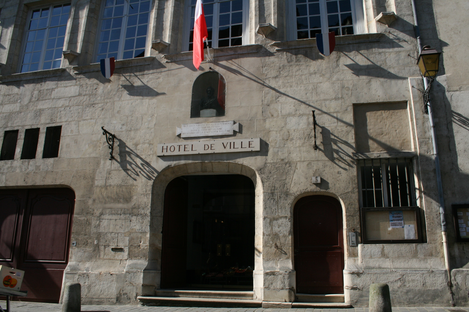 Les services municipaux la mairie ville de senlis - Office de tourisme senlis ...
